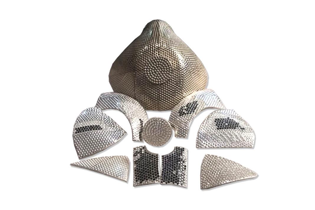 Una mascara coronavirus de oro y diamantes